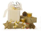 золотой праздник договоренности с подарочной коробке — Стоковое фото