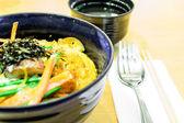 Tonkatsu con arroz y huevo, estilo de comida japonesa. — Foto de Stock