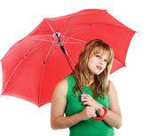 Kırmızı şemsiye olan kadın — Stok fotoğraf