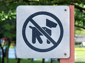 "Sign meaning ""dogs are not allowed here"" — Stock Photo"