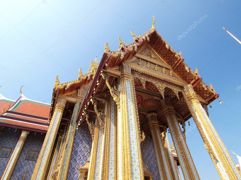 Golden pagoda in Grand Palace ,Bangkok Thailand — Stock Photo #12092266