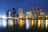Angkok stad centrum 's nachts met weerspiegeling van skyline, bangko — Stockfoto