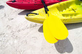 Yellow kayak oar — Stock Photo
