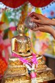 Showering the Buddha staue — Stock Photo
