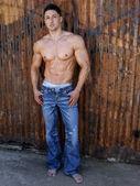 アスレチック フィット男性モデルの劇的なファッションの肖像画 — ストック写真