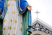 Statue maria and church — Stock Photo