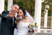 Wedding couple outdoors have fun — Stock Photo