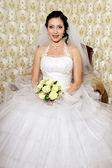 Feliz novia joven en sala de bodas — Foto de Stock