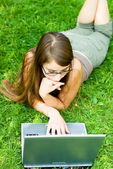 Girl outside with laptop — Stock Photo