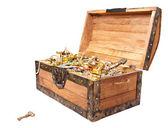 Cofre del tesoro con llave aislado en blanco — Foto de Stock