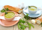 Pea Soup With mint — Stock Photo