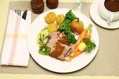 Pieczona jagnięcina posiłek — Zdjęcie stockowe