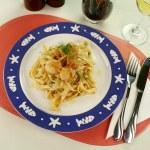 Fettucini With Scallops — Stock Photo #11778054