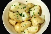 Kokt potatis och gräslök — Stockfoto