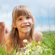 The smiling girl is lying in the meadow — Stock Photo