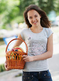 The young girl with the basket — Stock Photo