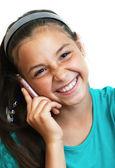 Kızı gülen ve telefonla konuşuyor — Stok fotoğraf