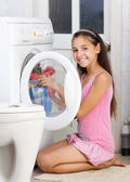 The young girl is washing clothes — Stock Photo