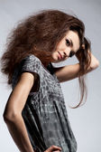 портрет женщины моды в платье — Стоковое фото