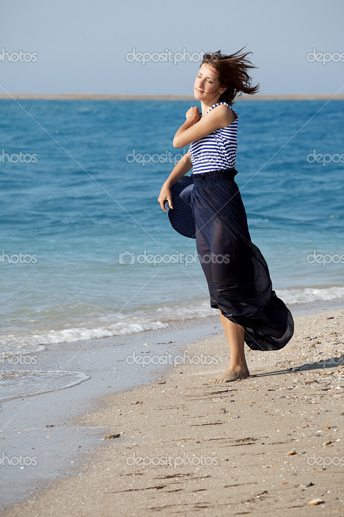 Portrait of young beautiful  tanned woman resting on the beach in summer day — Stock Photo #11444129