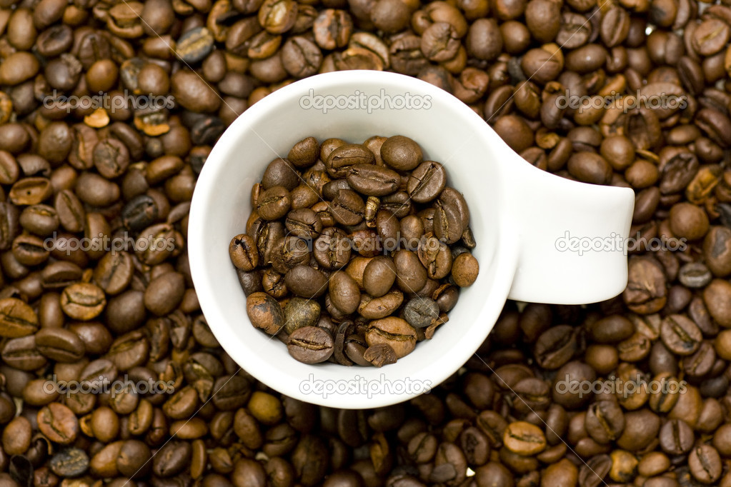Cup in coffee beans — Stock Photo #11553585