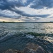 Blue cloudy dramatic sky to lake — Stock Photo