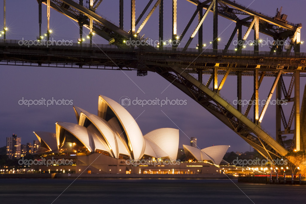 Twilight shot of Sydney Opera House and Sydney Hatbour Bridge, from Blues Point. — Stock Photo #11442258