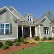 exterior da casa suburbana — Foto Stock