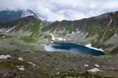 Zadni Staw Polski lake in Dolina Pieciu Stawow Polskich valley. — Zdjęcie stockowe