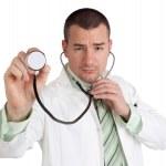 medico in possesso di uno stetoscopio — Foto Stock