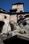 Estatua del león de piedra, castillo de orava — Foto de Stock