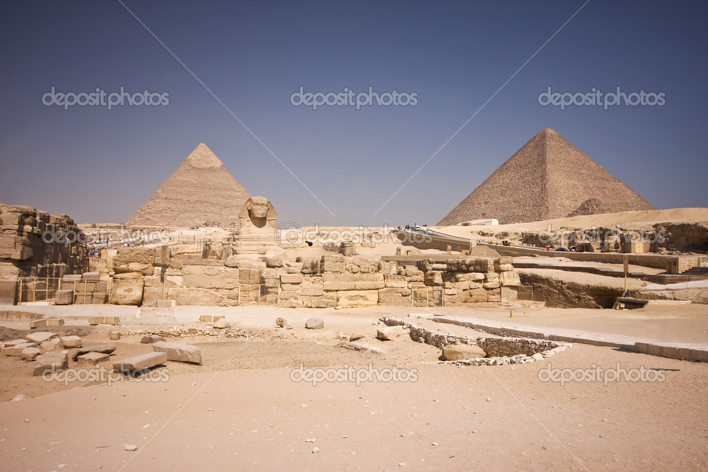 Great , Cheops  pyramid and Sphinx - Giza, Egypt — Stock Photo #11420337
