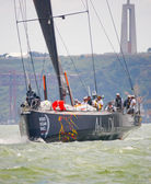 LISBON, PORTUGAL - JUNE 9: Abu Dhabi Ocean Racing Volvo Ocean Race - Lisbon StopOver - Harbour Race June 9, 2012 in Lisbon, Portugal — Stockfoto
