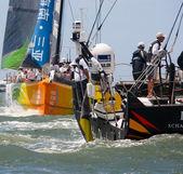 Lizbona, Portugalia - 9 czerwca: abu dhabi ocean racing volvo ocean race - Lizbona nocleg - port wyścigu 9 czerwca 2012 roku w Lizbonie, Portugalia — Zdjęcie stockowe