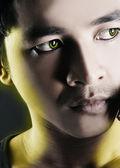 Portret van de man met geel licht — Stockfoto