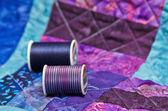 Täcke med quiltning tråd — Stockfoto