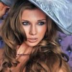Portrait of elegant lady in retro hat — Stock Photo #11345141