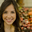 Portrait of a cute girl in the supermarket — Stock Photo