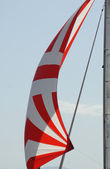 Rote und weiße segel — Stockfoto