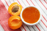 Apricots and arricot jam — Stock Photo