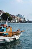 Kilise görünümünden bir tekne skopelos Island, Yunanistan — Stok fotoğraf