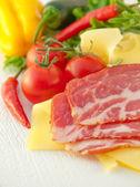 Tomates, cebolla, pimiento y carne — Foto de Stock