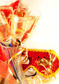 Christmas card. Glasses with champagne and a New Year's mask, a carnival — Foto de Stock