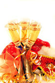 Christmas card. Glasses with champagne and a New Year's mask, a carnival — Foto Stock