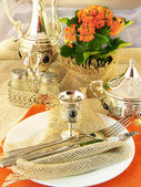 Table layout by table silver and natural flowers — Stock Photo