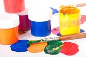 Varicoloured farby i pędzle — Zdjęcie stockowe