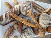 传统的法式面包,面包店 — 图库照片