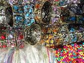 Monte de pulseiras coloridas — Foto Stock