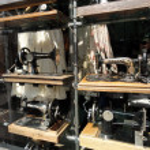 Old sewing machines at Portobello flea market, London — Stock Photo
