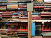 Lot of antique books at Portobello fleamarket, London — Stock Photo